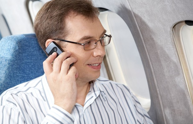 Mixed signals over in-flight use of cellphones