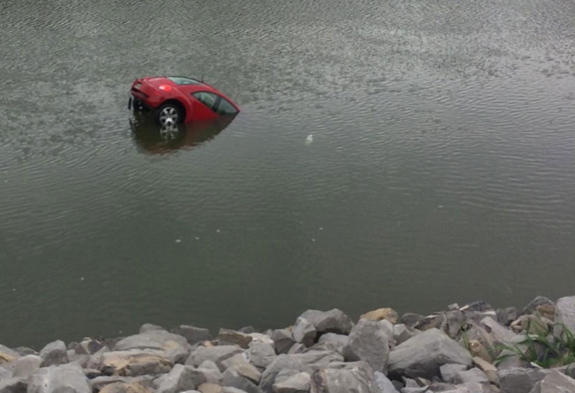 Volkswagen Of Clarksville >> Car rolls from parking lot into Cumberland River ...
