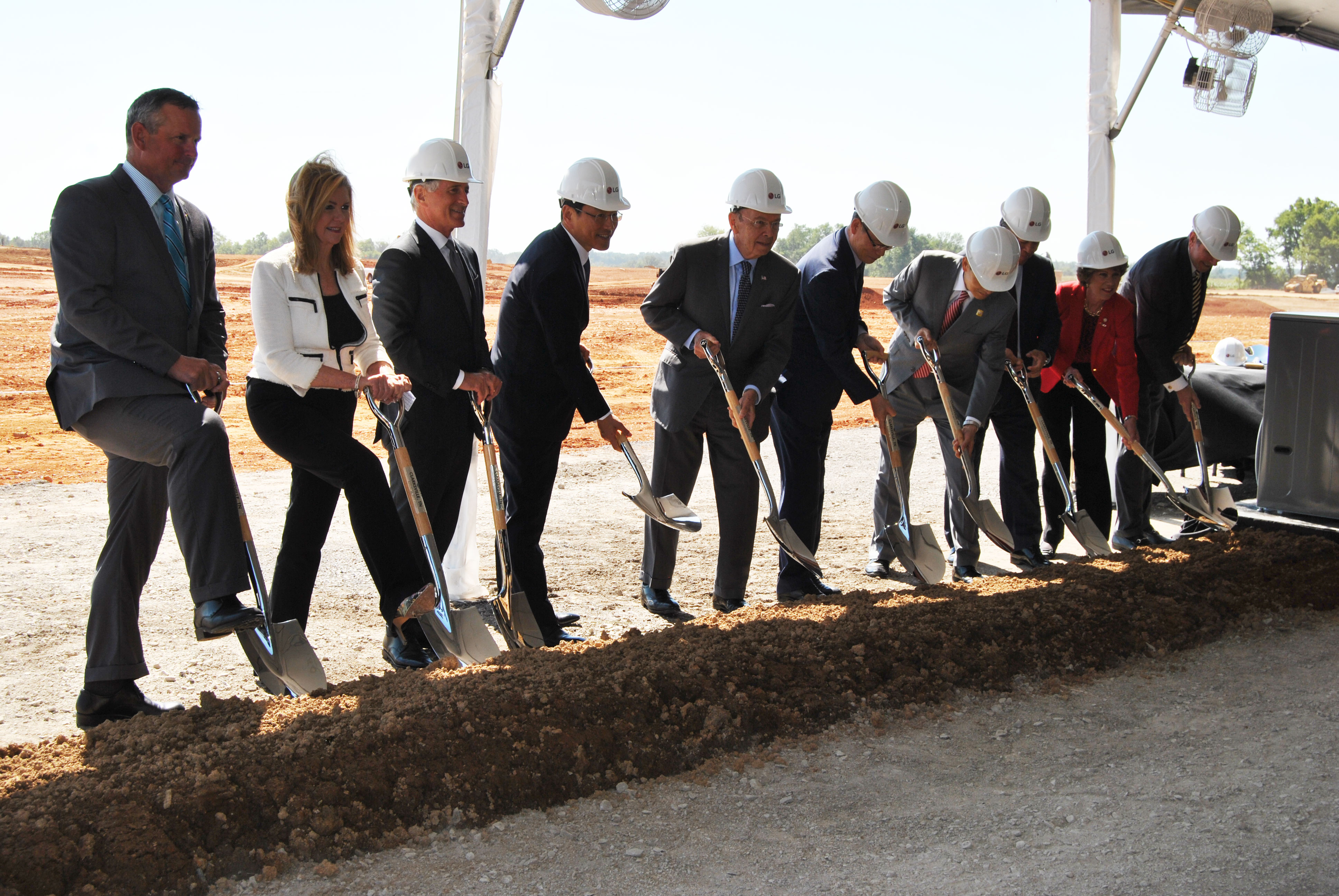 LG breaks ground on $250M appliance plant in Tennessee