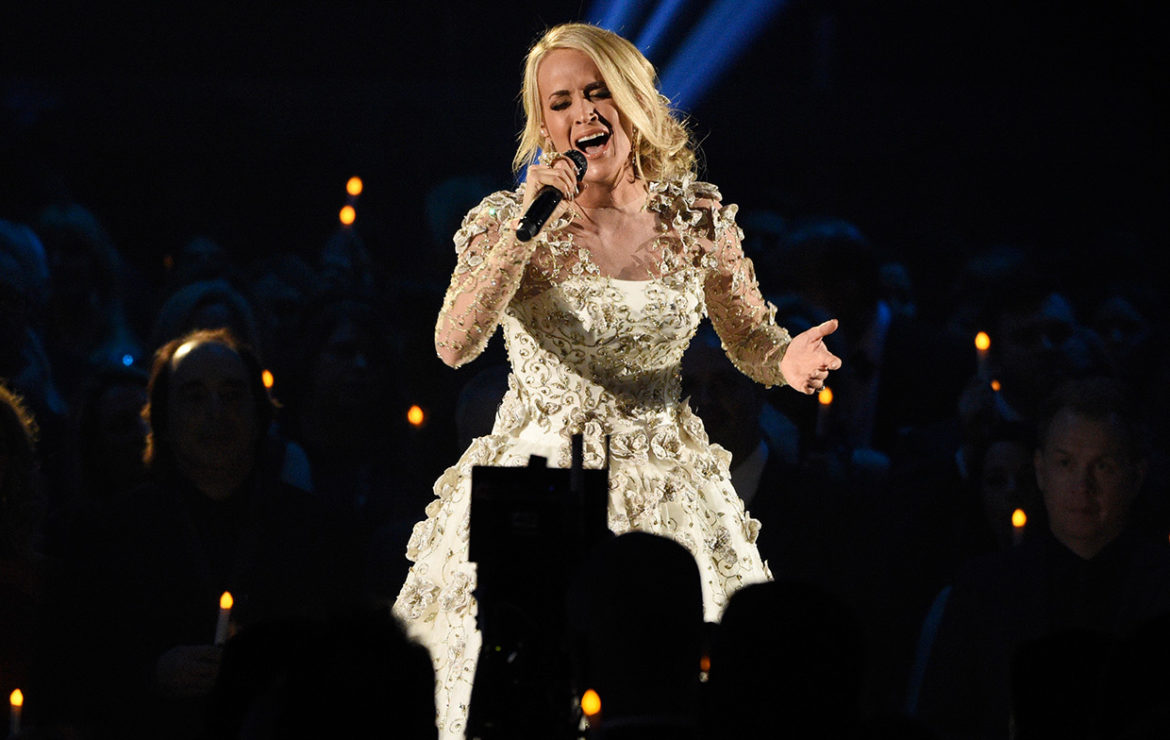 See Carrie Underwood's first photo since freak accident